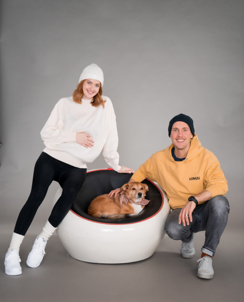 Oli P. und Vanessa Tamkan mit Hund bim Photo shooting